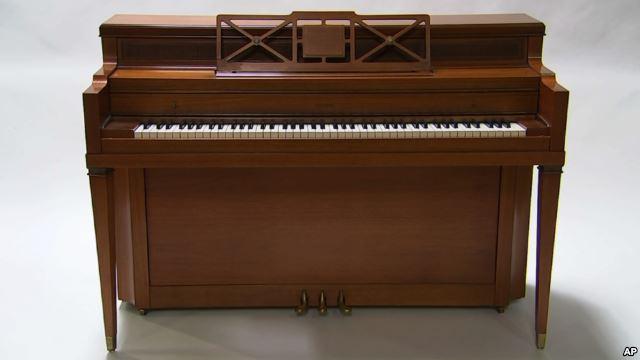 Gaga的钢琴,柯本的信等物品拍卖