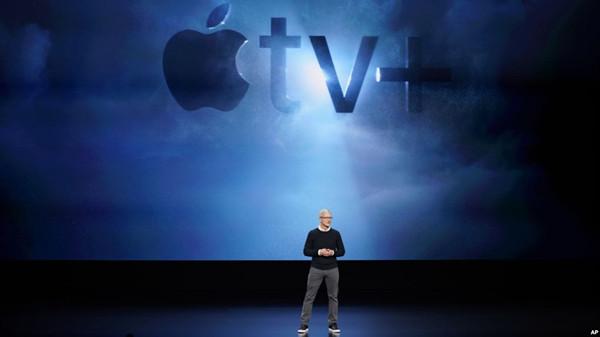 VOA慢速英语:苹果宣布新产品:电视服务、扩展新闻、信用卡等